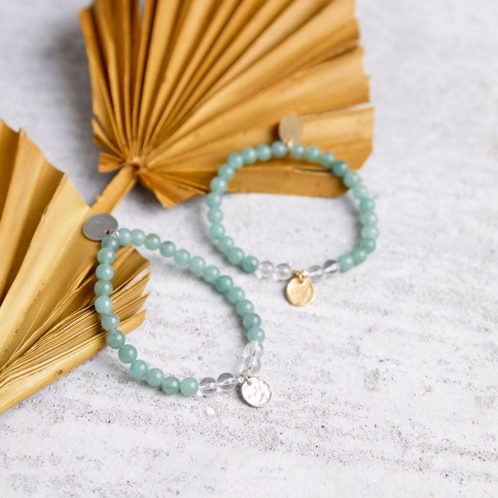 JUST DO IT Mala Armband aus Aventurin und Bergkristall Steinen mit silbernen und goldenen Plättchen und Perlen und Trockenblumen.