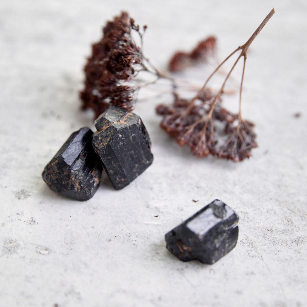 Dein Turmalin – INNER PEACE KEEPER Turmalin Steine und Trockenblumen, NAIONA.