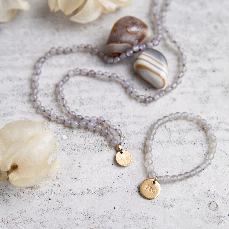 DEIN SUPERHELD GANESHA Kinder-Mala und Kinder-Armband mit Achat Steinen und goldenen NAIONA Plättchen und Perle. Achat Steine, Trockenblumen, Kindermann.