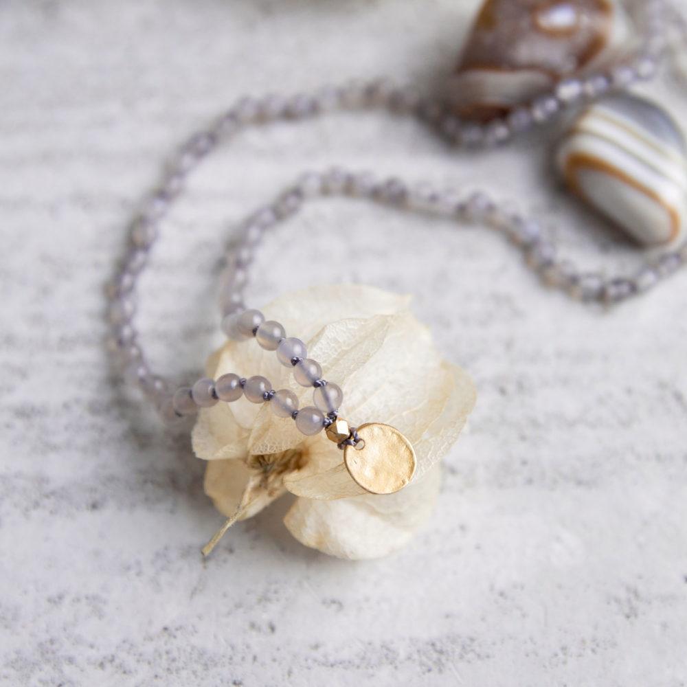 DEIN SUPERHELD GANESHA Kinder-Mala mit Achat Steinen und goldenem NAIONA Plättchen und Perle. Kindermala, Achat Steine und Trockenblumen.