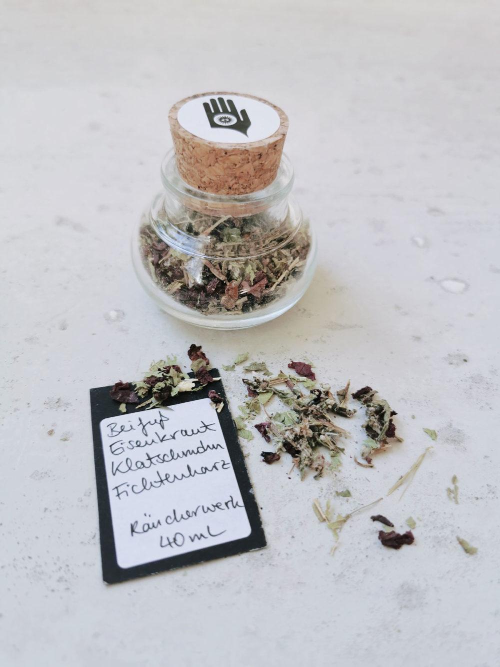 COSMIC LOVE holy smoke // crystal magic set mit Räucherwerk aus Beifuß, Eisenkraut, Klatschmohn und Fichtenherz. NAIONA.