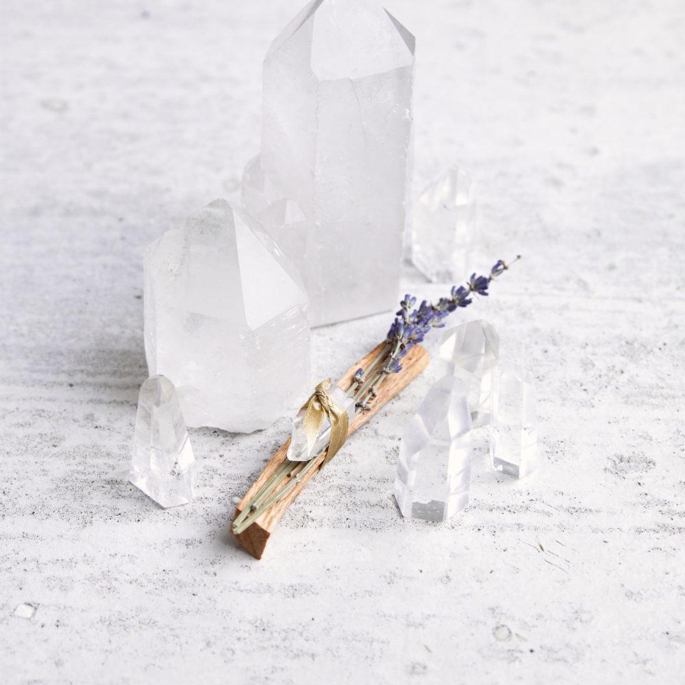 Palo Santo Smudge // Bergkristall & Lavendel Räucherwerk aus Palo Santo Holz, Lavendelzweig und Bergkristallspitzen. NAIONA.