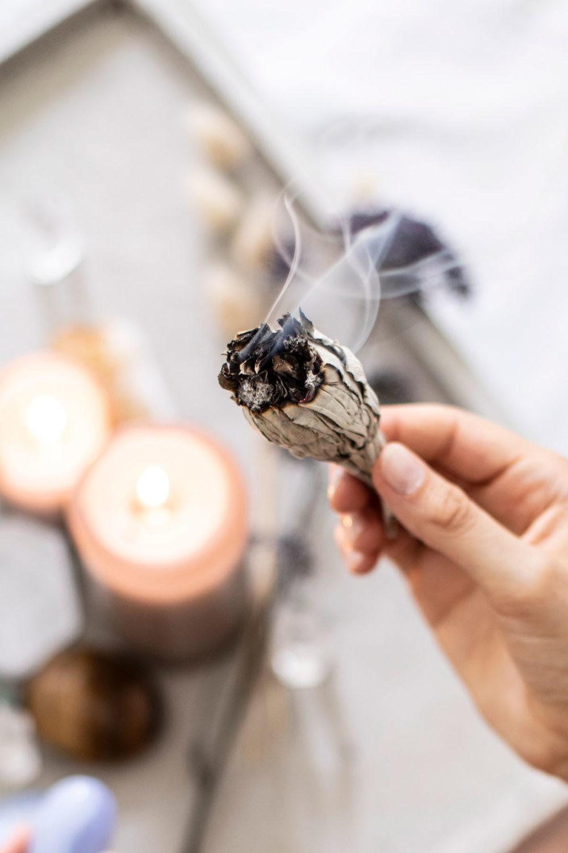 Weisser Salbei Smudge // Bergkristall Räucherwerk. Mood, Rauch, Räuchern, weißer Salbei, Hand, Kerzen, NAIONA.
