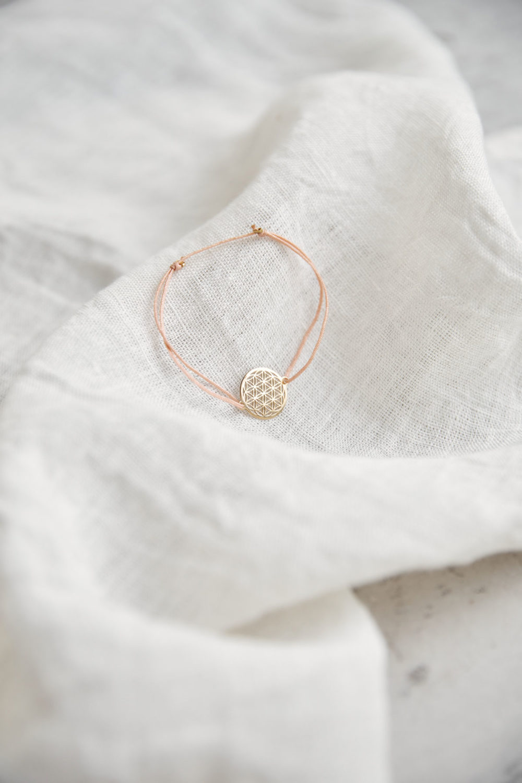 FLOWER OF LIFE Armband verstellbares Schiebearmband mit goldener Lebensblume und rosa Band. Tuch, NAIONA.