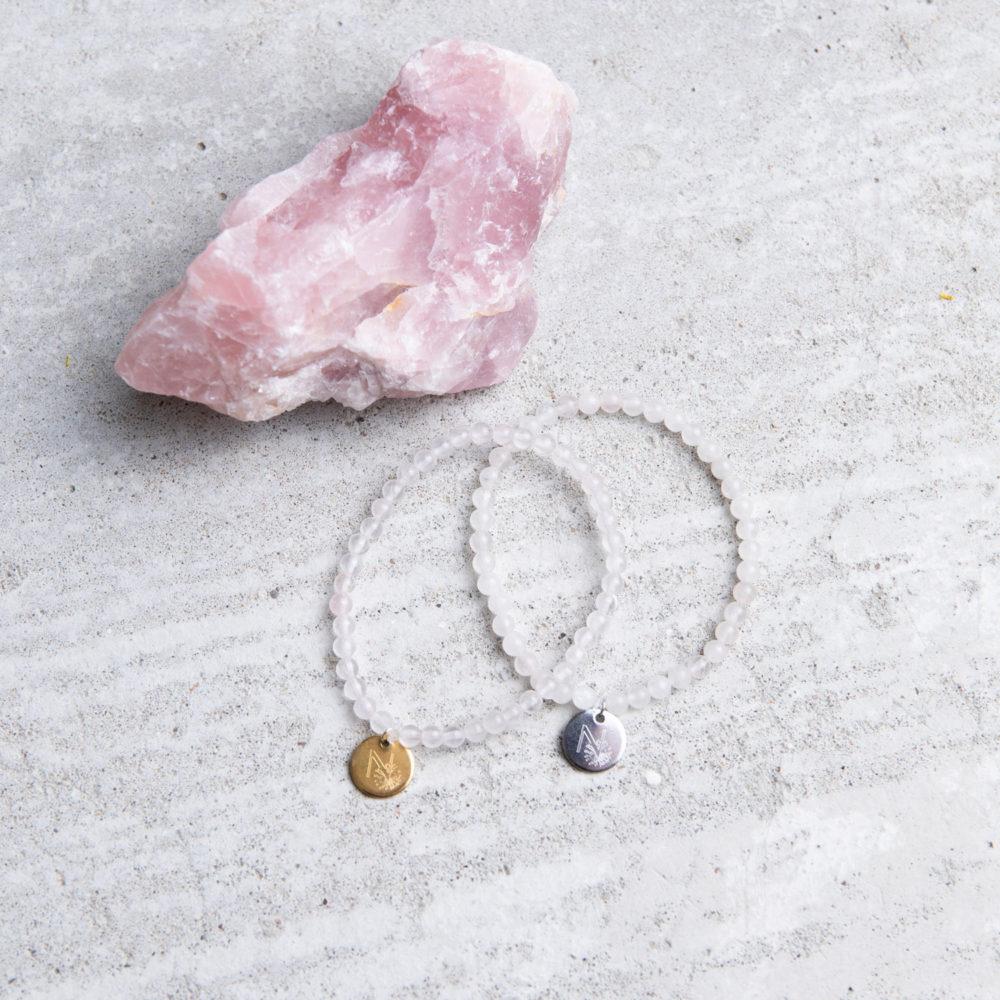 PURE LOVE Mala Armband aus Rosenquarz Steinen mit goldenem und silbernem NAIONA Plättchen. Rosenquarz.