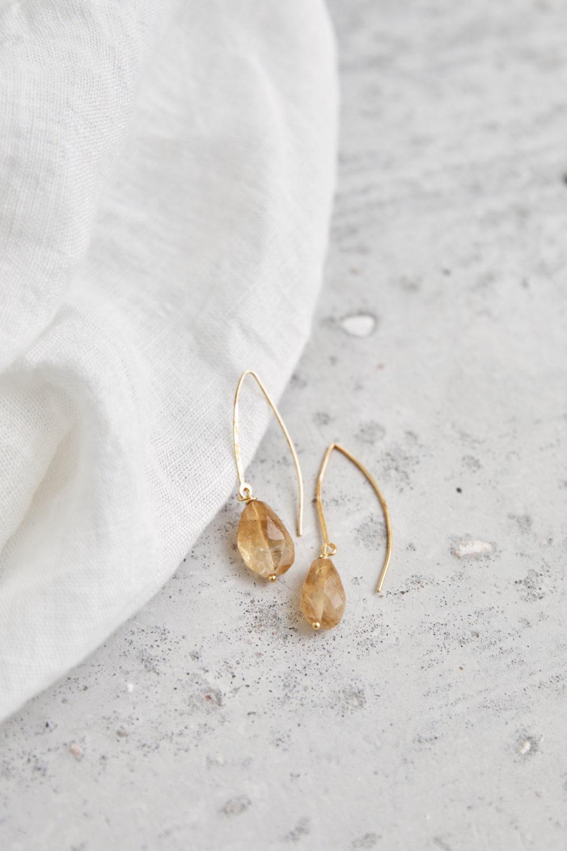 SPIRIT OF LIFE Ohrringe gold mit Citrin Steinen. Ohrhänger, NAIONA, Tuch.
