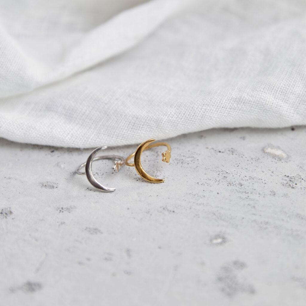 MOONCHILD Ring silber gold mit Mond Halbmond Mondsichel und Stern. NAIONA, Fingerschmuck, Tuch