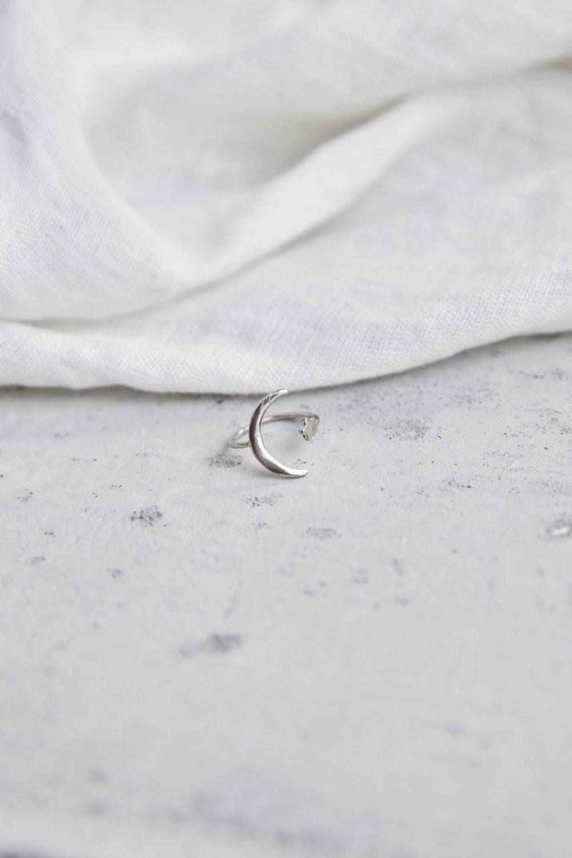 MOONCHILD Ring silber mit Mond Halbmond Mondsichel und Stern. NAIONA, Fingerschmuck, Tuch