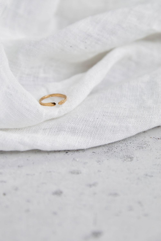 SIMPLICITY Ring vergoldet gold. NAIONA, Fingerschmuck, Tuch.